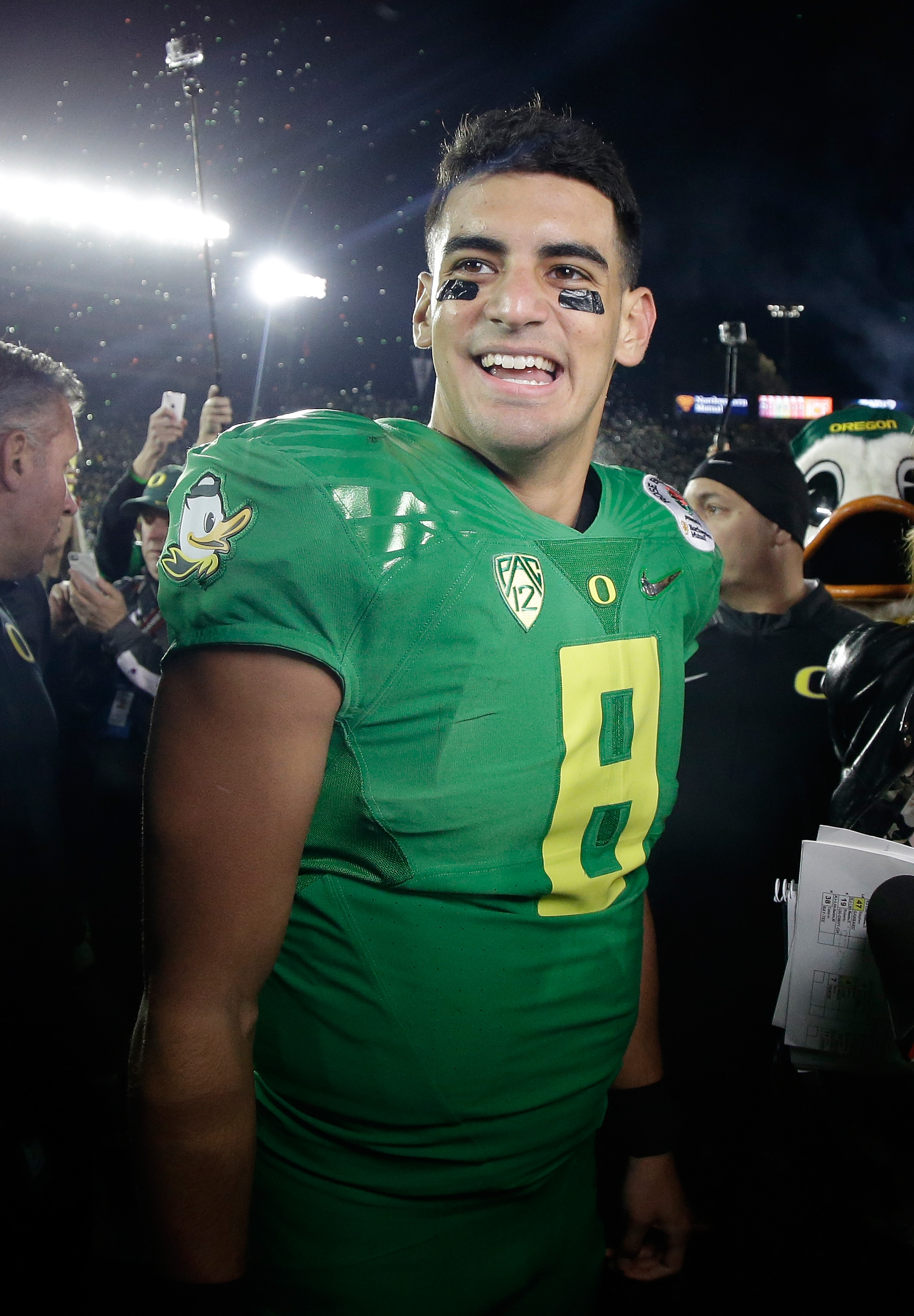 detailed look 483dd 975a3 Roundup: Is Marcus Mariota the best college QB of all time ...