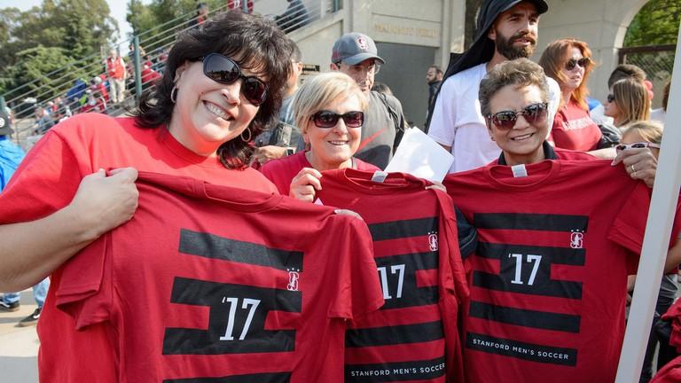 Shirt_Give_Away_Fans_JT_082418_4745.jpg