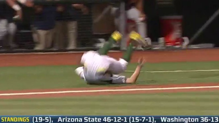 snaps-balta-tumbles-about-california-at-oregon-on-pac-12-network_c7.jpg