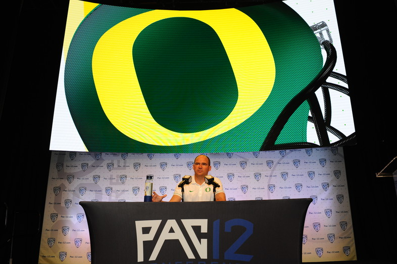 Oregon head coach Mark Helfrich addresses the media at his press conference.