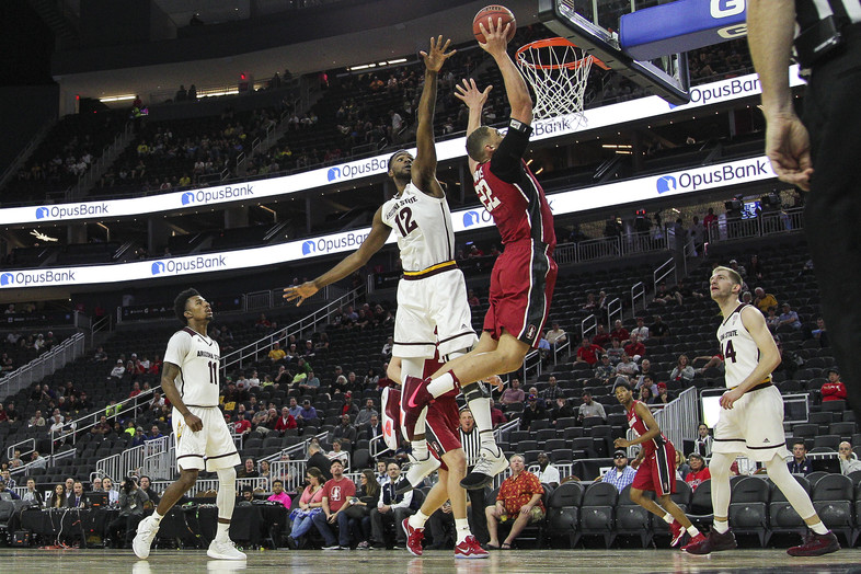 <p>Travis Reid goes all the way up for Stanford.</p>