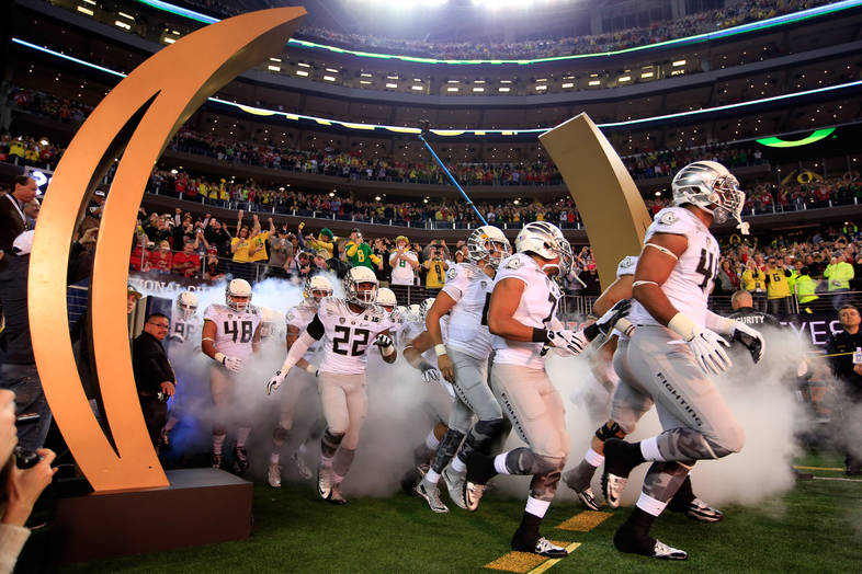 <p>The Oregon Ducks take the field for the National Championship.</p>