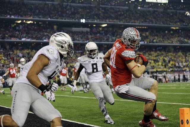 <p>Nick Vannett with the TD for the Buckeyes.</p>