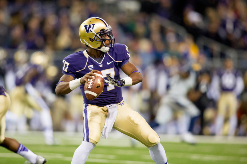 """<p><span style=""""line-height: 1.6em;"""">The Huskies</span><a href=""""http://pac-12.com/videos/highlights-washington-football-honors-don-james-win-over-cal"""" style=""""line-height: 1.6em;"""" target=""""_blank"""">beat the Bears</a><span style=""""line-height: 1.6em;"""">while</span><a href=""""http://pac-12.com/article/2013/10/26/dawgfather-honored-husky-faithful"""" style=""""line-height: 1.6em;"""" target=""""_blank"""">paying tribute to their legendary former coach Don James</a><span style=""""line-height: 1.6em;"""">, who passed away this week. Keith Price's 376-yard effort led the way, but Washington may have lost receiver Kasen Williams for the season due to injury. The Huskies have next weekend off, while</span><a href=""""http://pac-12.com/event/2013/11/02/arizona-california"""" style=""""line-height: 1.6em;"""" target=""""_blank"""">Cal hosts Arizona</a><span style=""""line-height: 1.6em;"""">.</span></p>"""