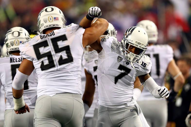 <p>Lowe and Hroniss Grasu celebrate Oregon's touchdown.</p>