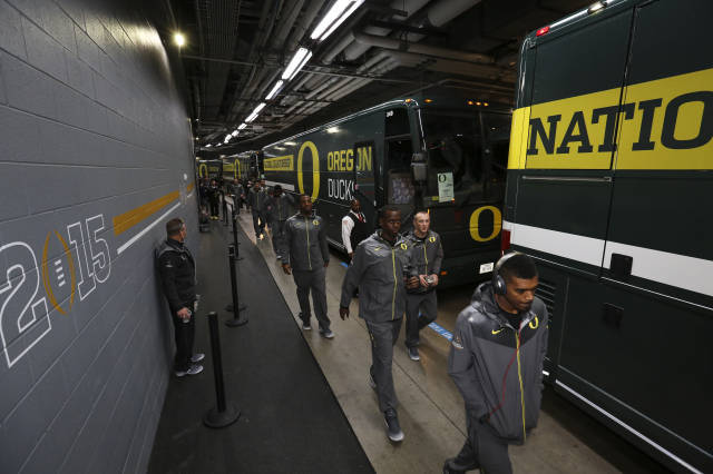 <p>The Oregon Ducks arrive at AT&amp;T Stadium before the National Championship.</p>
