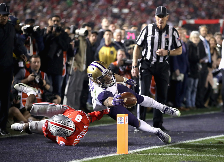 Washington running back Myles Gaskin extends for a touchdown during the second half.