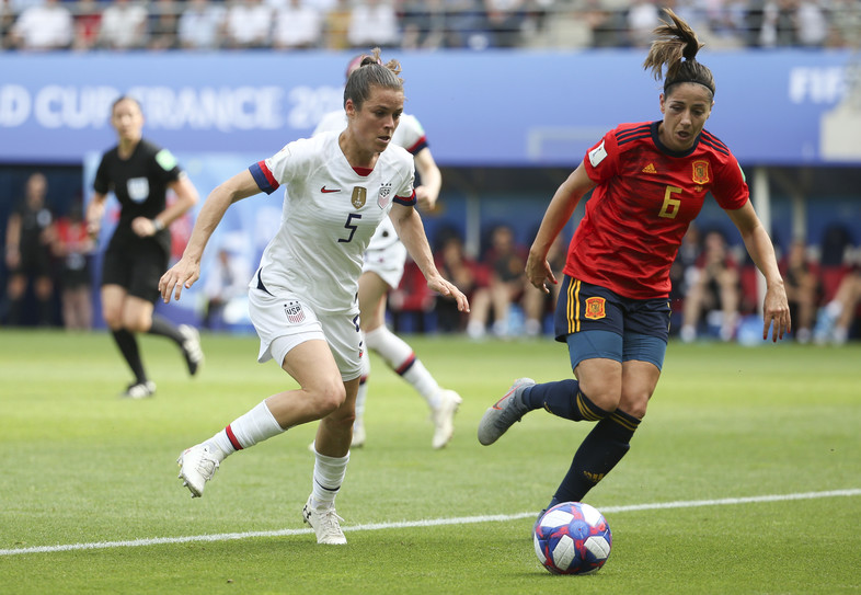 Kelley O'Hara of USA, Vicky Losada of Spain during the 2019 FIFA Women's World Cup France Round Of 16 match between Spain and USA at Stade Auguste Delaune on June 24, 2019 in Reims, France.