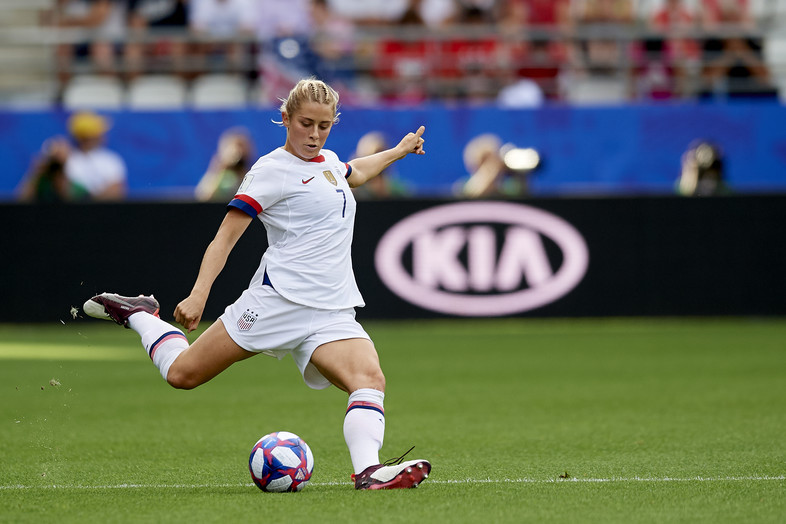 Abby Dahlkemper of United States shooting to goal during the 2019 FIFA Women's World Cup France Round Of 16 match between Spain and USA at Stade Auguste Delaune on June 24, 2019 in Reims, France.