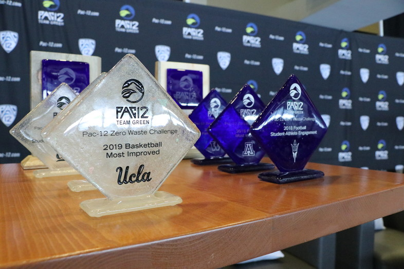 Football and men's basketball award winners of the 2018-19 Pac-12 Zero Waste Challenge received their awards from Bill Walton and Cheryl Wong in Seattle.