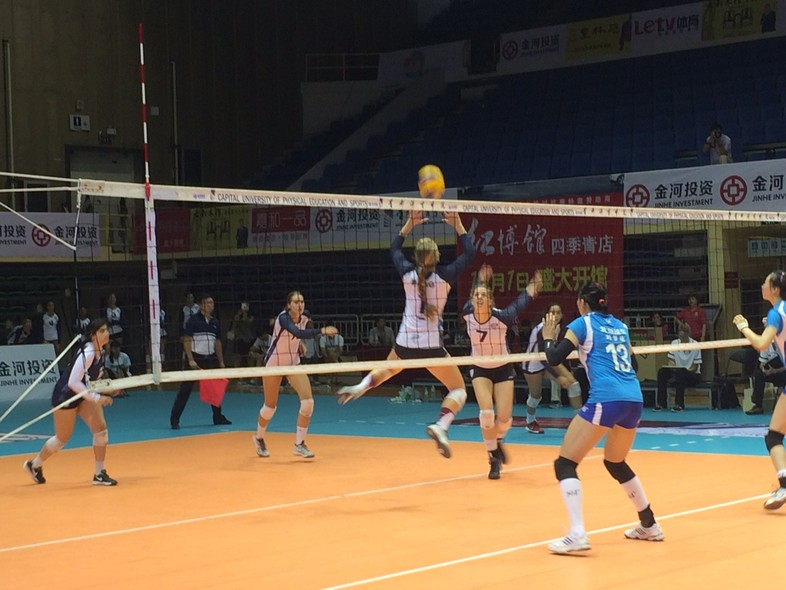 <p>Stanford's Madi Bugg sets up Washington's Melanie Wade for the kill during Wednesday win over the Beijing professional team.</p>