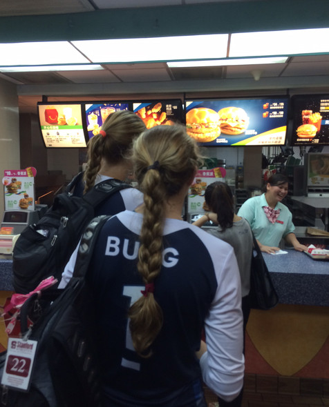 <p>After taking down Fujian on Thursday, the ladies of the Pac-12 grabbed a quick bite at a familiarAmerican haunt in Sanming.</p>