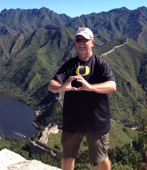 This guy took his Oregon pride to the Great Wall of China.