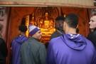 Photos: Washington men's basketball team visits Lingyin Temple in Hangzhou