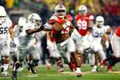 <p>Elliott runs past the Oregon defense.</p>