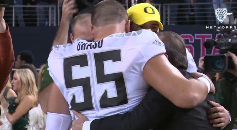 Oregon's Hroniss Grasu hugs every teammate following title game loss