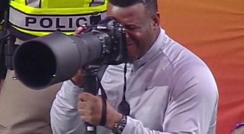 Ken Griffey, Jr. moonlighting as photographer at Fiesta Bowl