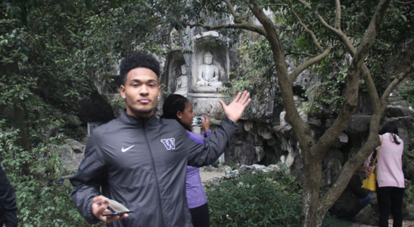 Washington Huskies men's basketball team tours Hangzhou