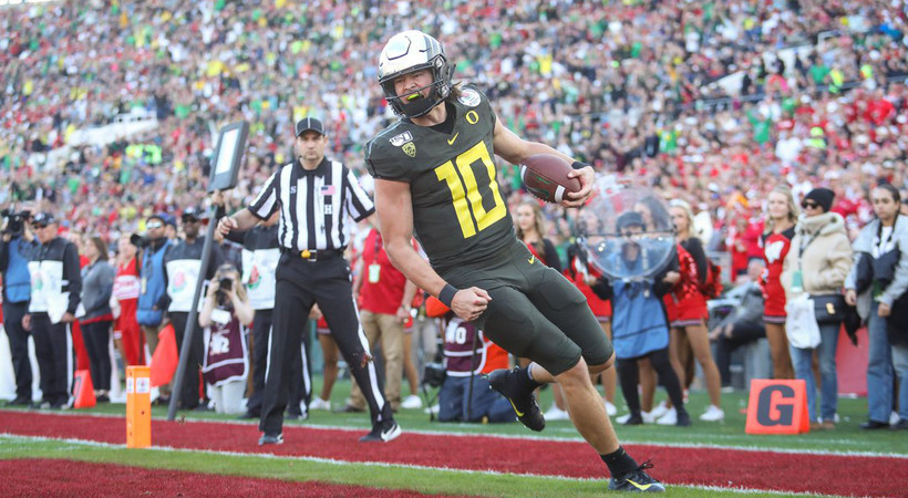 Highlights: Justin Herbert and Brady Breeze lead No. 6 Oregon to thrilling Rose Bowl win over No. 8 Wisconsin