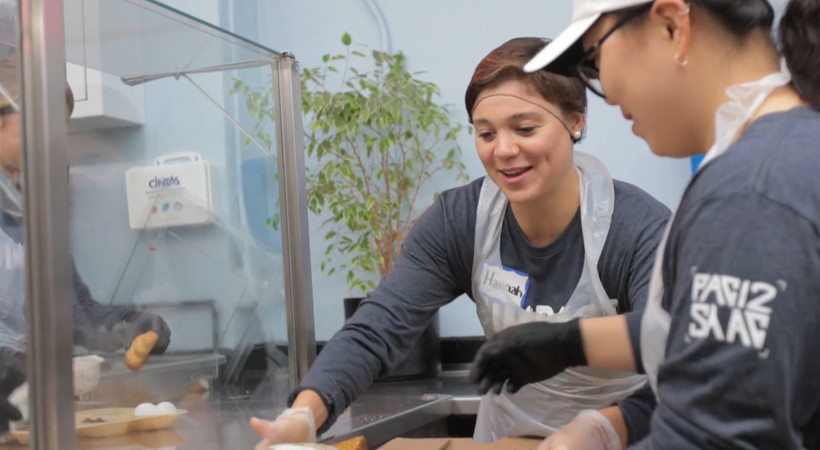 Pac-12 Impact: Pac-12 Student-Athlete Advisory Committee gives back by serving up meals in San Francisco