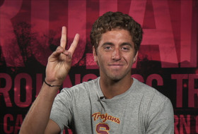 Video: USC's Roberto Quiroz translates 'Fight On' in Spanish; talks playing with Rafael Nadal
