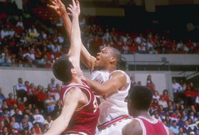 Roundup: Former Arizona basketball great Sean Rooks passes away