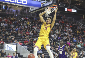 <p>USC's Bennie Boatwright dunks it home for the Trojans.</p>