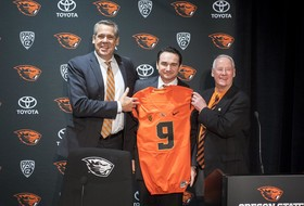 Roundup: Jonathan Smith rounds out coaching staff for first year with Oregon State football