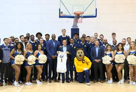2018 Pac-12 China Game: Cal men's basketball team, Alibaba's Joe Tsai play pick up game