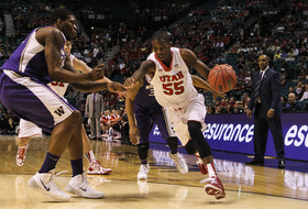 2014 Pac-12 Men's Basketball Tournament first round: Utah holds off Washington