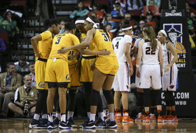 California women's basketball huddle at the Pac-12 Tournament