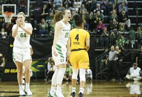 Highlights: Sabrina Ionescu's 28-point performance paces No. 6 Oregon past No. 25 Cal