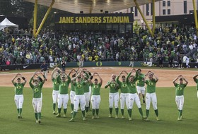 NCAA Softball Regionals: Oregon advances to Super Regionals, 5 to play in regional finals Sunday