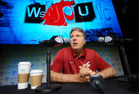Roundup: Mike Leach settles great hot dog sandwich debate