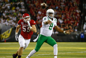Video: Marcus Mariota scores four touchdowns in just one half of play