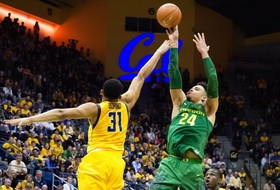 Highlight: Dillon Brooks hits last-second 3-pointer to lift No. 6 Oregon men's basketball over Cal