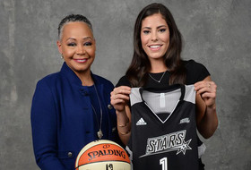 Roundup: No. 1 pick tops off 'unprecedented run' for Kelsey Plum