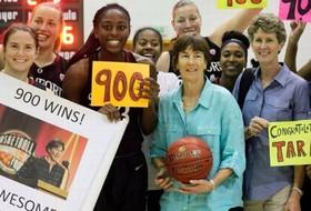 Stanford's Tara VanDerveer earns 900th career coaching victory