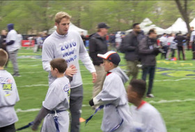 Pac-12 prospects Jared Goff, Myles Jack take time to play with kids ahead of NFL Draft