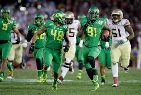 Oregon's Tony Washington gets a #scoopnscore in Rose Bowl