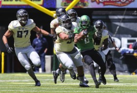 Charles Nelson shows two-way skills at Oregon spring game