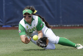 Highlights: Oregon softball shuts out Florida State in Women's College World Series opener