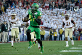 Mariota-Carrington connection helps Oregon break away in Rose Bowl