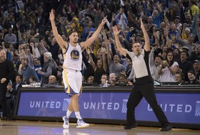 Roundup: Klay Thompson goes for 60