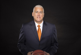 Walk-ons save Oregon State coach Wayne Tinkle from suiting up