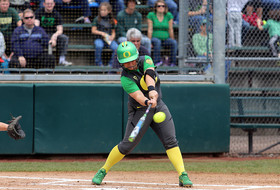 NCAA softball: Oregon advances to super regionals
