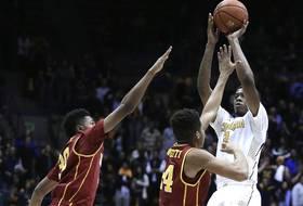 Roundup: Tyrone Wallace sinks buzzer-beater to beat USC