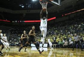 Recap: Oregon men's basketball makes statement in win over No. 21 USC