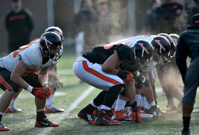 Roundup: Who's under center for Oregon State?