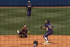 Highlights: Washington softball shut out by Florida in super regionals opener